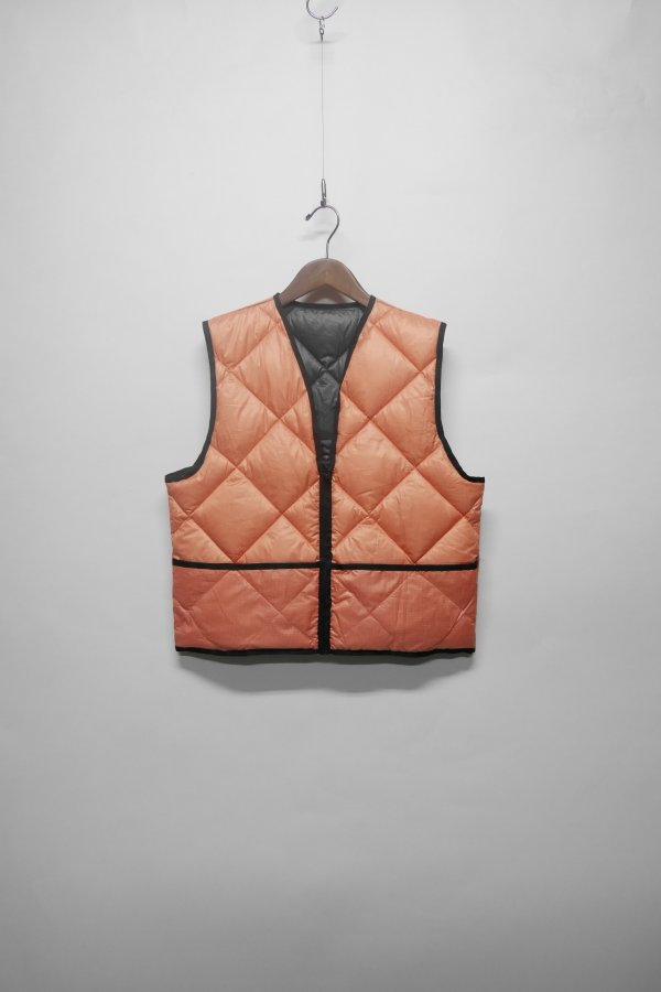 QUILTET VEST WITH FRONT POCKETS AND ZIPPER