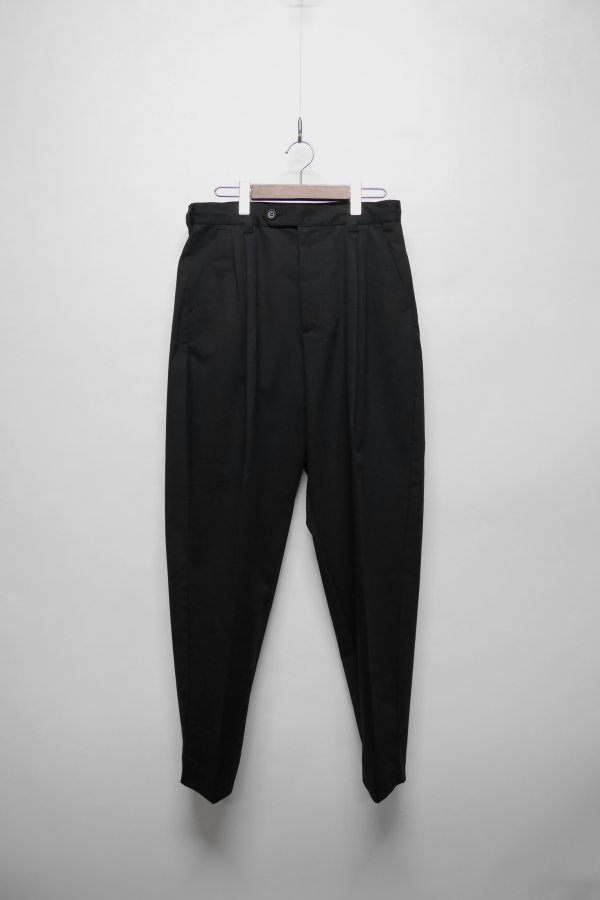 BAGGY TROUSERS WITH DOUBLE PLEATS AND SLIGHTLY TAPERED FIT
